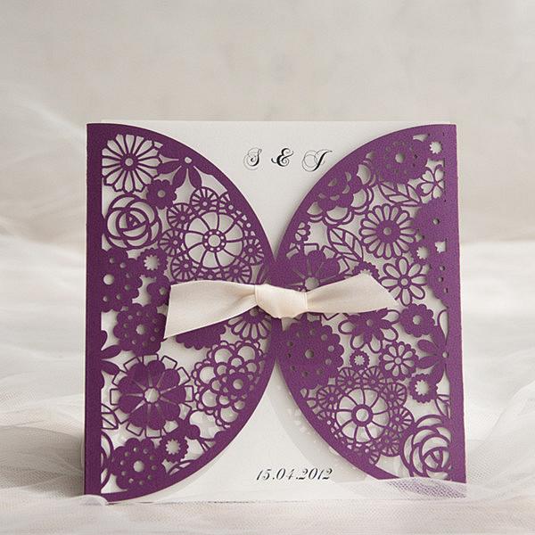 Lila Laser Ausschnitt Blumen Einladungskarte Hochzeit KPL186